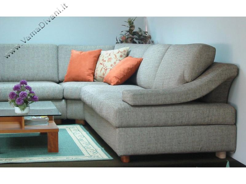 Divani in tessuto classici e moderni anche su misura for Centro divani olbia