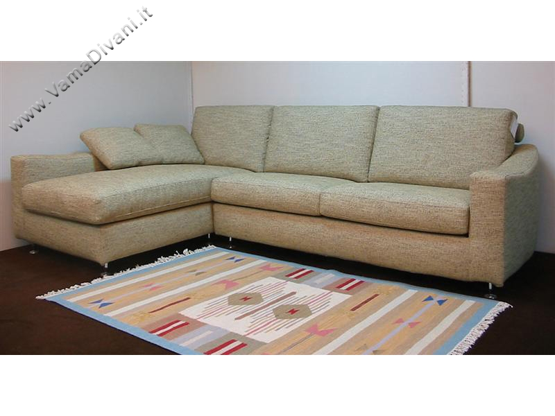 Divani in tessuto classici e moderni anche su misura for Offerte divani angolari in tessuto
