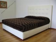 letto-in-pelle-quadri-cuciti