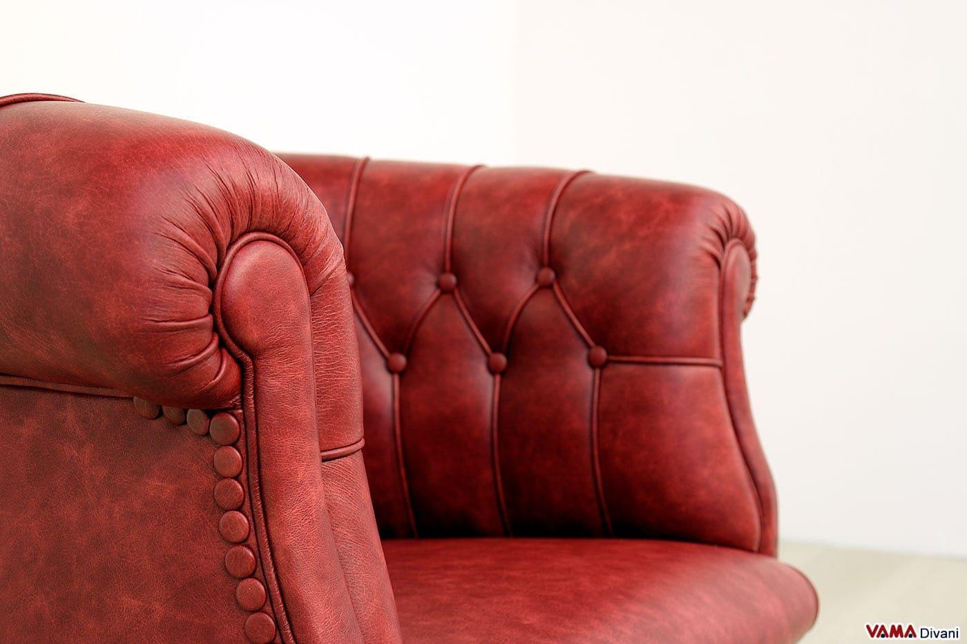 Poltroncina imbottita pozzetto in pelle rossa vintage