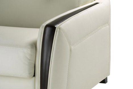 Bracciolo con rifinitura in legno color wenghe del divano letto