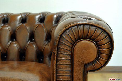 Bracciolo in Pelle Marrone della Poltrona Vintage Chester