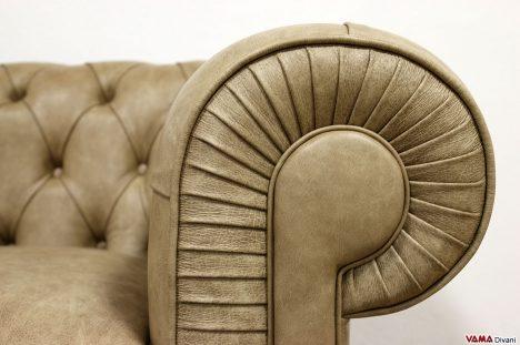 Bracciolo divano chester con pieghe regolari
