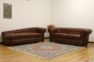 Divani Chesterfield marrone scuro invecchiato vintage