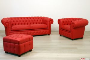 Salotto chesterfield con pouf
