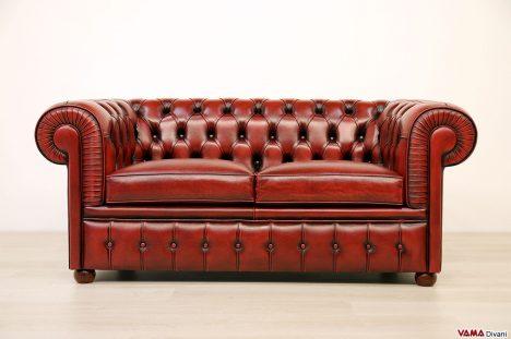 Divano Chesterfield 2 posti rosso vintage anticato