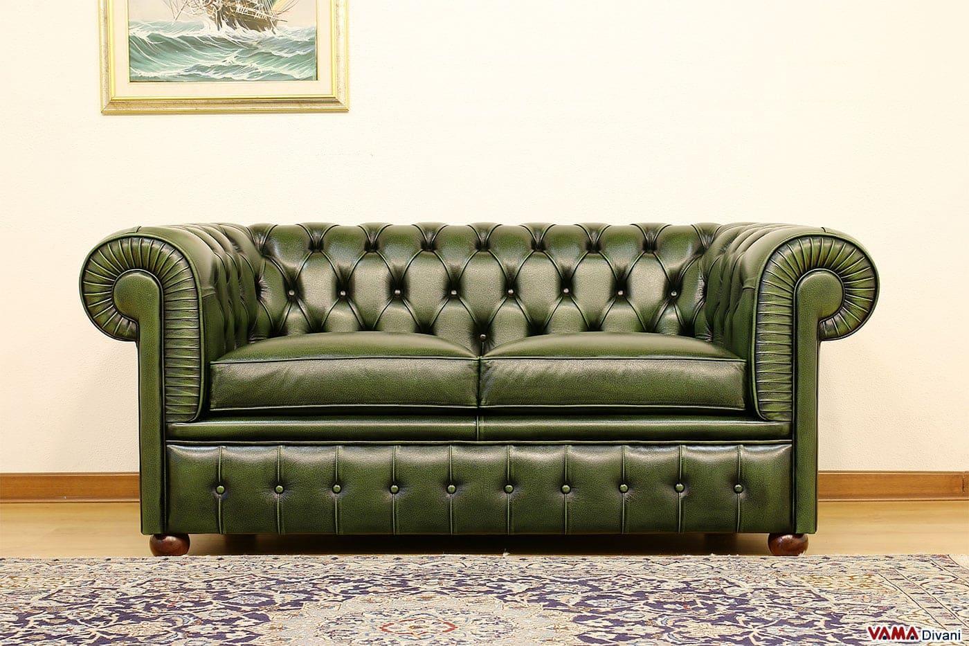 Divano verde in pelle idee per il design della casa - Dormire sul divano ...