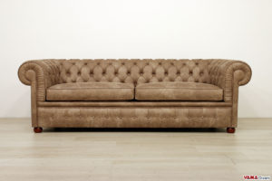 Divano Chesterfield in ecopelle