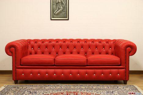 Divano Chesterfield rosso in pelle con bottoni swarovski