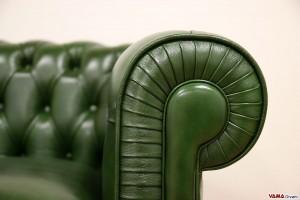 Divano Chesterfield verde brillante in pelle nuvolata smerigliata
