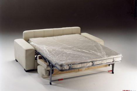 Divano Letto in Pelle matrimoniale con letto aperto