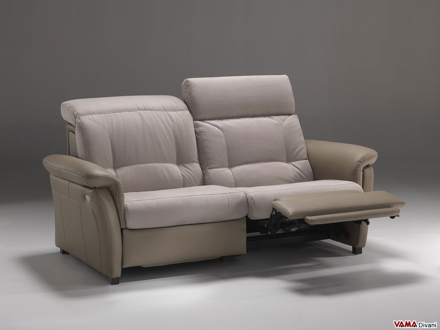 Divano in pelle con meccanismo relax elettrico indipendente for Divani e divani relax
