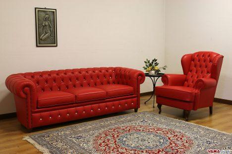 Divano chester rosso e poltrona classica rossa con bottoni swaro