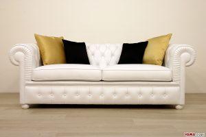 Divano chesterfield bianco con cuscini arredamento