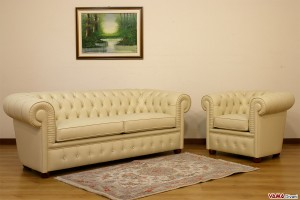 Salotto Chesterfield in pelle avorio