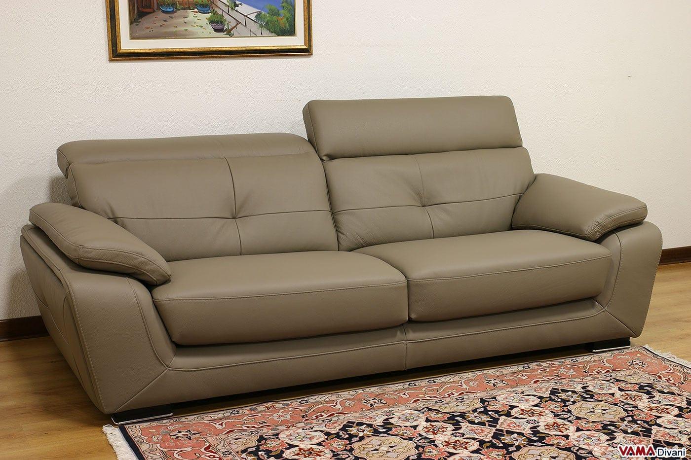 divano in pelle con angolo semitondo e poggiatesta reclinabili
