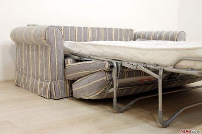 Divano letto con cuscini a scomparsa