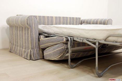 Divano letto con materasso di 140 cm