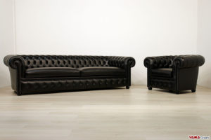 Salotto Chesterfield nero in pelle con chiodi