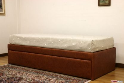 Doppio letto singolo estraibile in pelle marrone