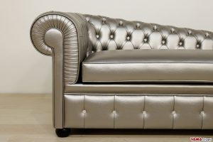 Chaise longue chesterfield in ecopelle argento