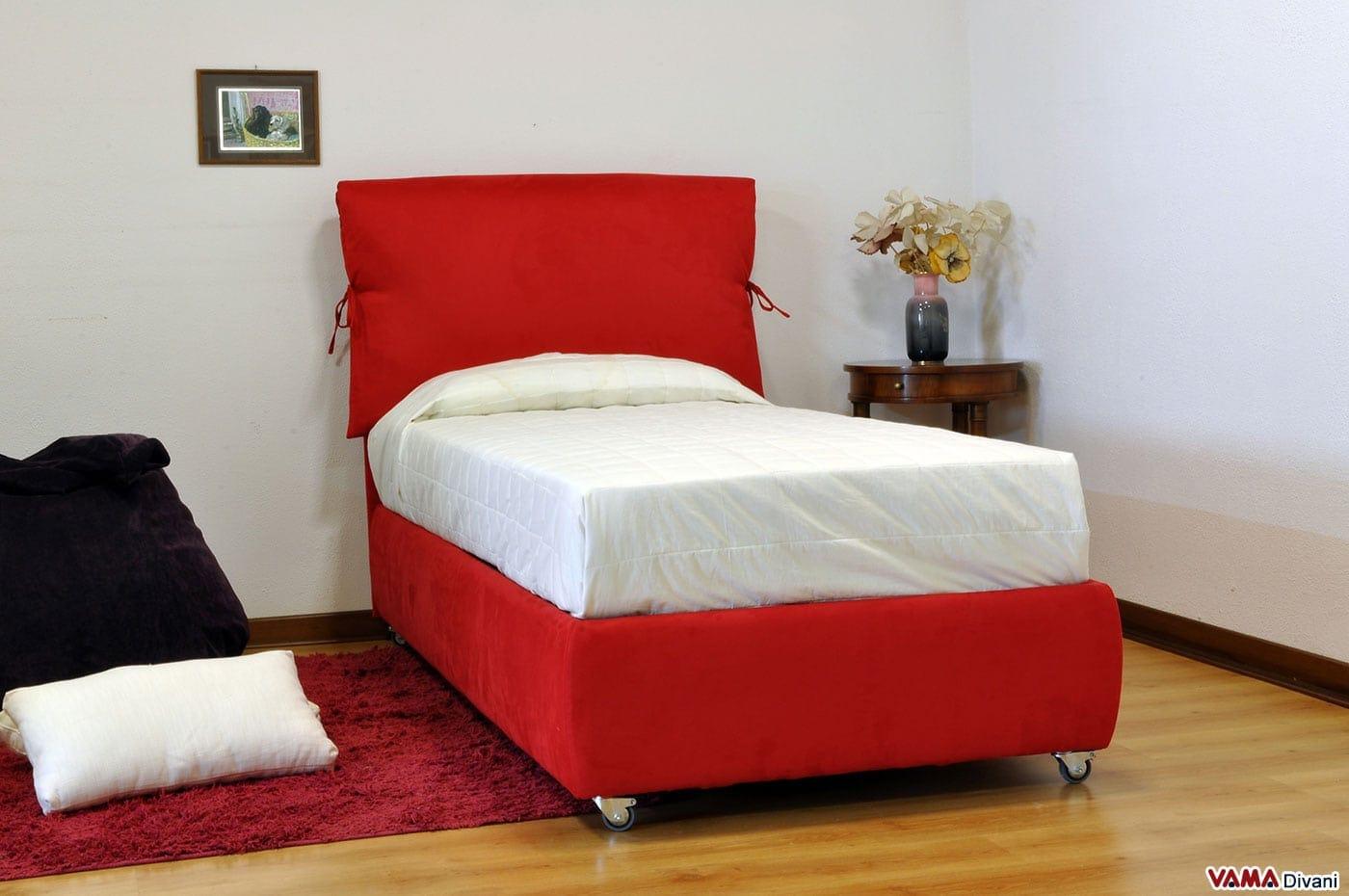 Letto singolo su misura in tessuto rosso con contenitore - Letto con testiera ...