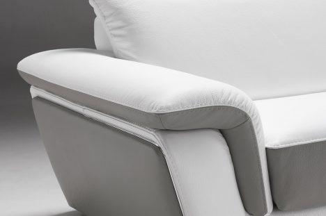 Divano Bianco con Poggiatesta reclinabile in pelle di qualità