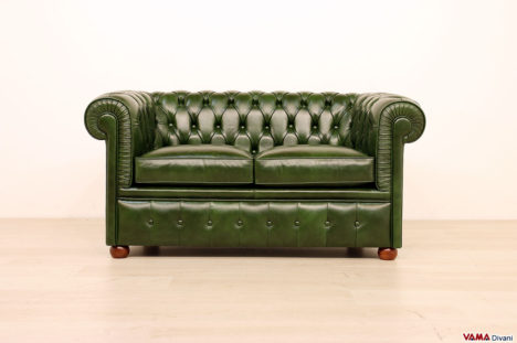 Piccolo divano 2 posti chesterfield