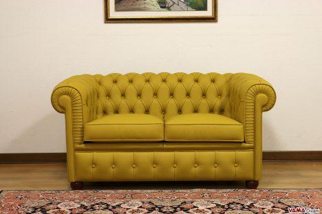 Piccolo divano Chesterfield giallo in pelle