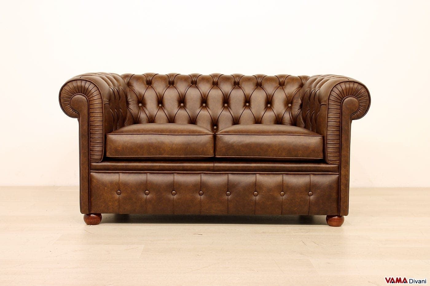 Divano chesterfield piccolo chesterino vama divani - Piccolo divano 2 posti ...
