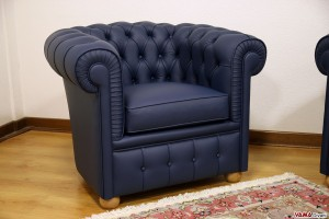 Poltrona Chesterfield blu in pelle piccole dimensioni