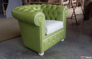 Poltrona Chester verde con bordino bianco su misura