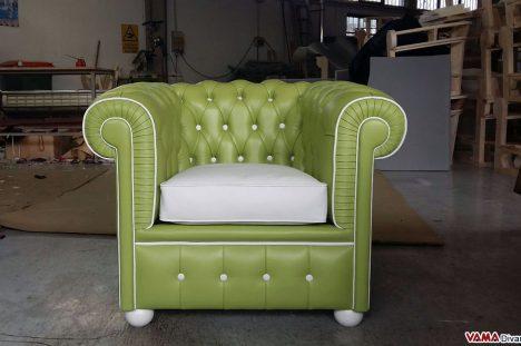 Poltrona Chesterfield colorata bianca e verde su misura