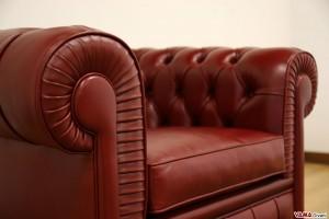 Poltrona Chesterfield in cuoietto rosso