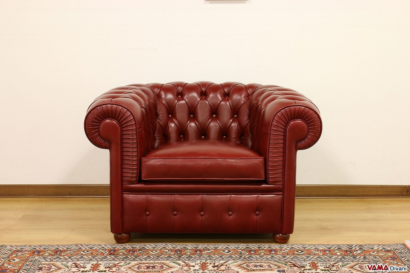 Poltrona Chesterfield rossa in cuoietto