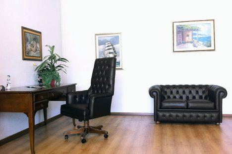 Poltrona Direzionale Presidenziale con divano Chesterfield 2 Posti