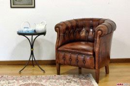 Poltrona da camera in pelle invecchiata effetto vintage marrone
