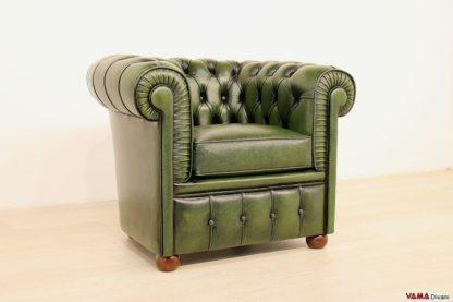 Piccola poltrona Chesterfield in pelle asportata verde