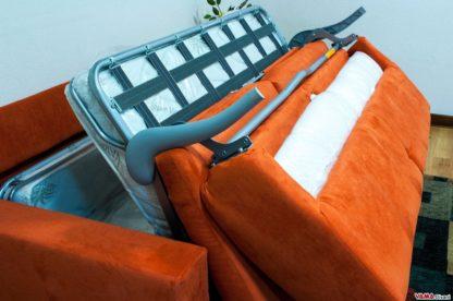 Divano letto con contenitore porta cuscini