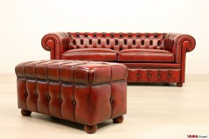 Pouf Chesterfield rosso bordeaux in pelle asportata a mano