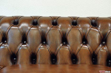 Lavorazione artigianale dei Divani con Bottoni