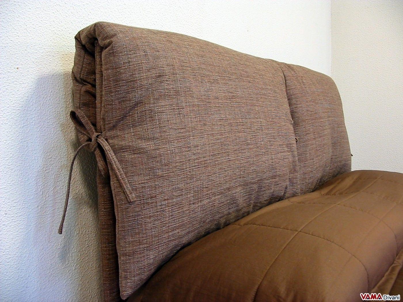 Letto in tessuto con due cuscini imbottiti come testata for Spalliere letto ikea