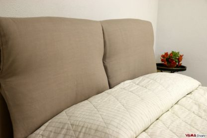 Testata letto con cuscini imbottiti in tessuto sfoderabile