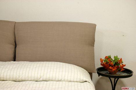 Testata letto con cuscini in tessuto sfoderabile