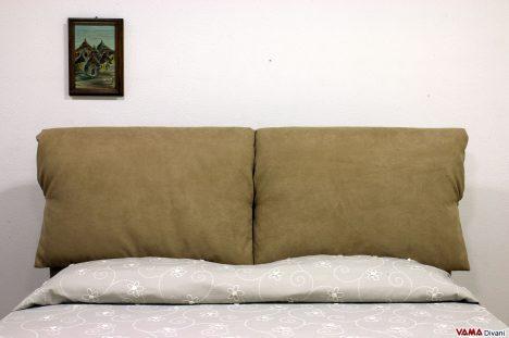 Testiera letto con cuscini imbottiti in microfibra