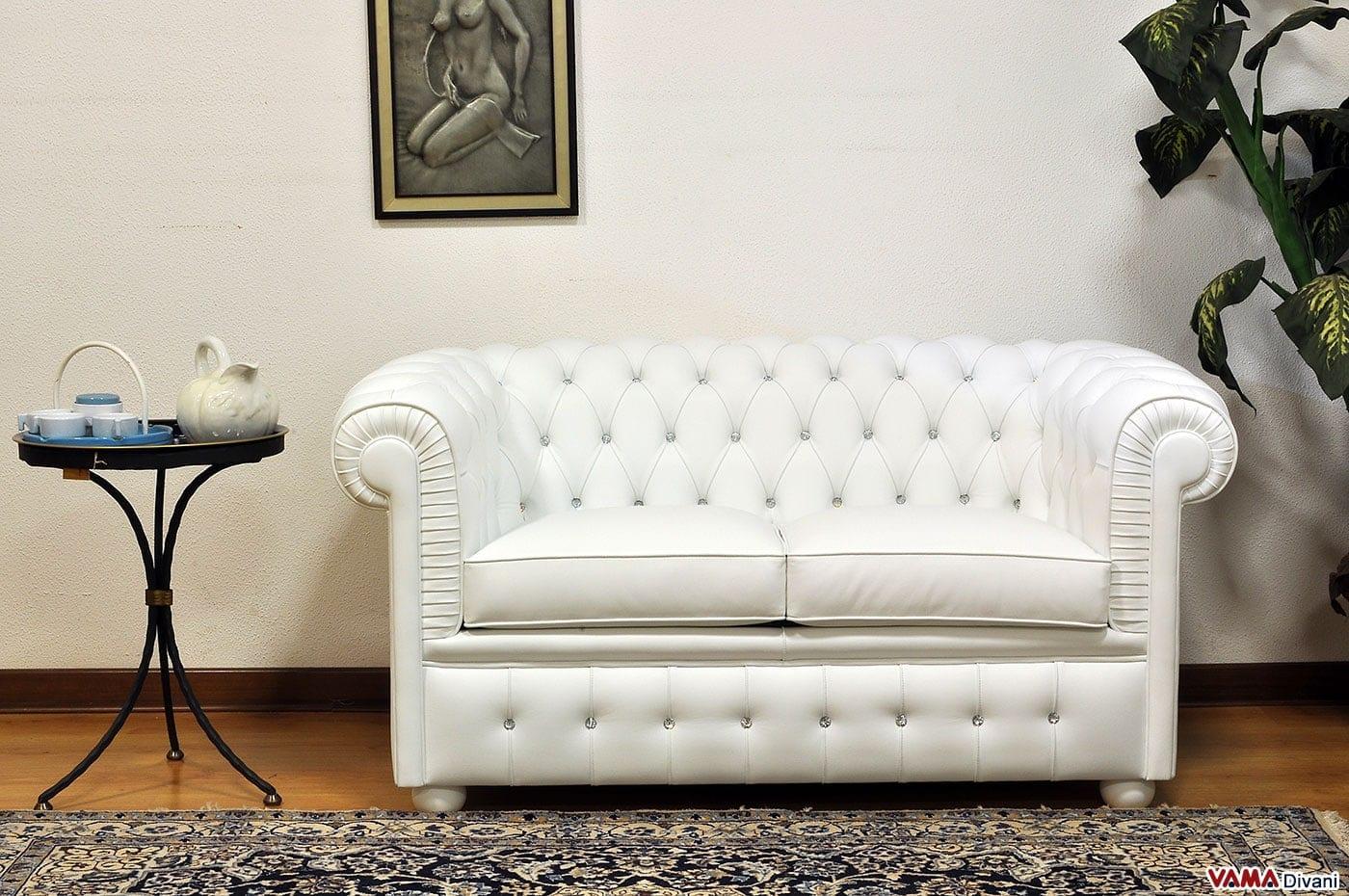 Divano chesterfield con misure ridotte chesterino for Divano letto bianco