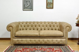 Divano Chesterfield large in pelle vintage ambra