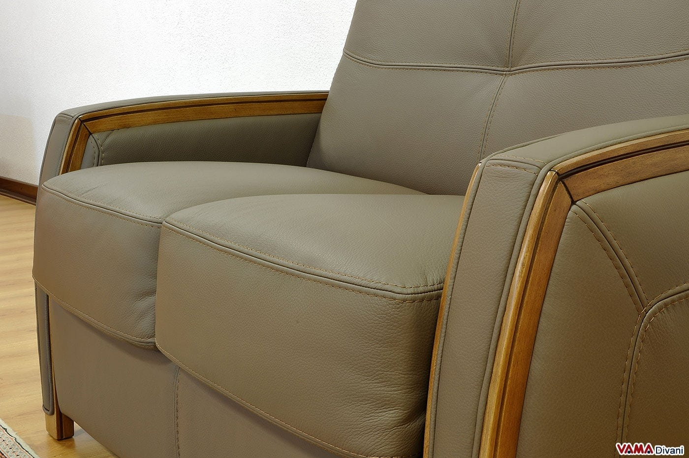 Divano letto pelle divano letto matrimoniale moderno in pelle for Divano letto in pelle prezzi