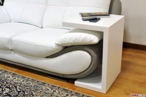 Bracciolo divano con tavolino in legno massello