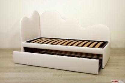 Doppio letto con letto singolo estraibile e testate nuvola